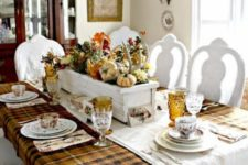 06 Thanksgiving table with an antler, flowers and pumpkins box centerpiece