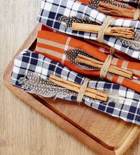 make plaid napkins for your guests for a Thanksgiving meal