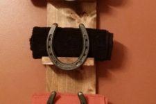 07 rustic bathroom towel shelf with horseshoes