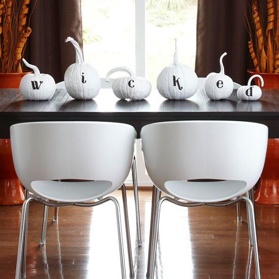 wicked pumpkins table topper for chic decor without any fuss