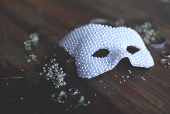 DIY pearl mask for Halloween (via blog.freepeople.com)