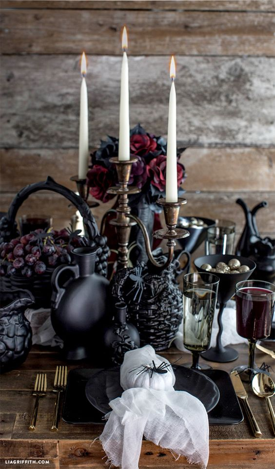 chic Gothic Halloween table in black and deep red
