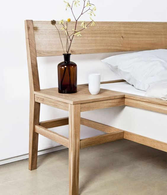 bed is continued in this chair-reminding part to make a nightstand