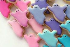 13 pastel ghost cookies will help to nail the theme