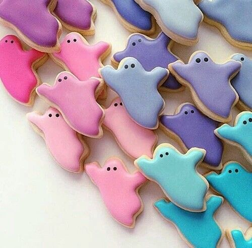 pastel ghost cookies will help to nail the theme