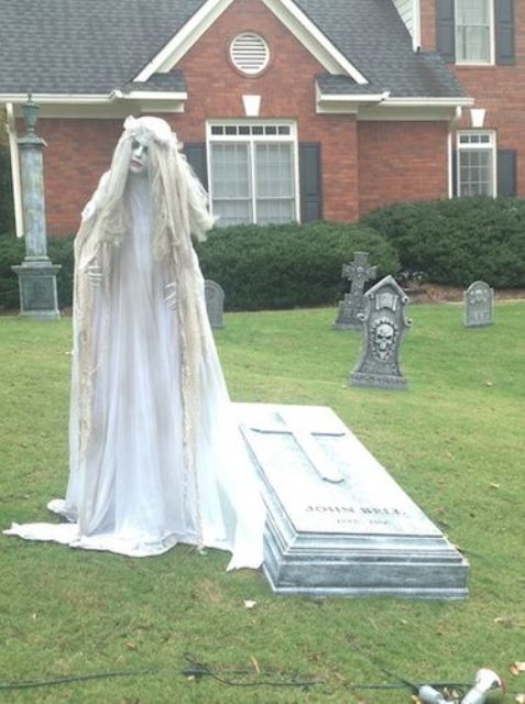 28 Scary Outdoor Halloween Décor Ideas - Shelterness