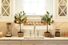 15 patterned valance to complement the kitchen decor