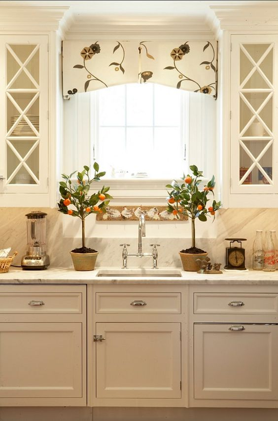 patterned valance to complement the kitchen decor