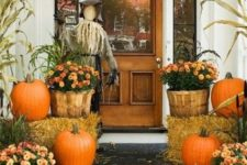 15 traditional Thanksgiving decor with real pumpkins, potted flowers and a scarecrow