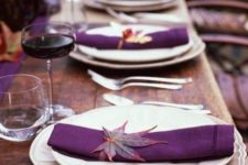 20 bold purple table decor with real leaves