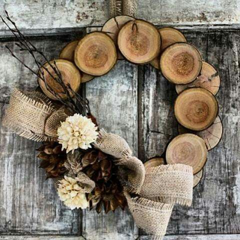 wood slices wreath with pinecones and burlap