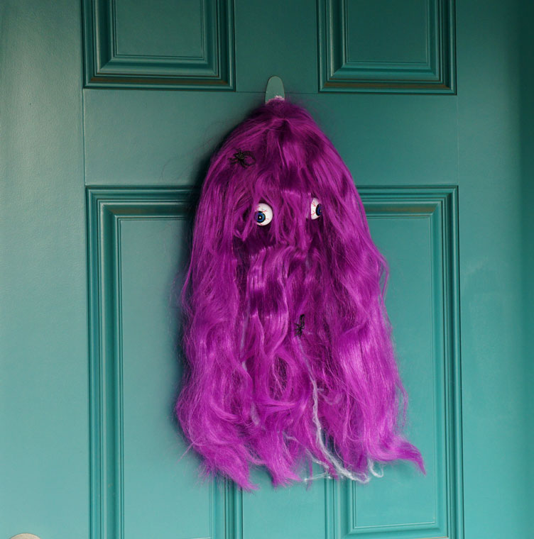 DIY colorful hair door monster (via idlewife.blogspot.ru)