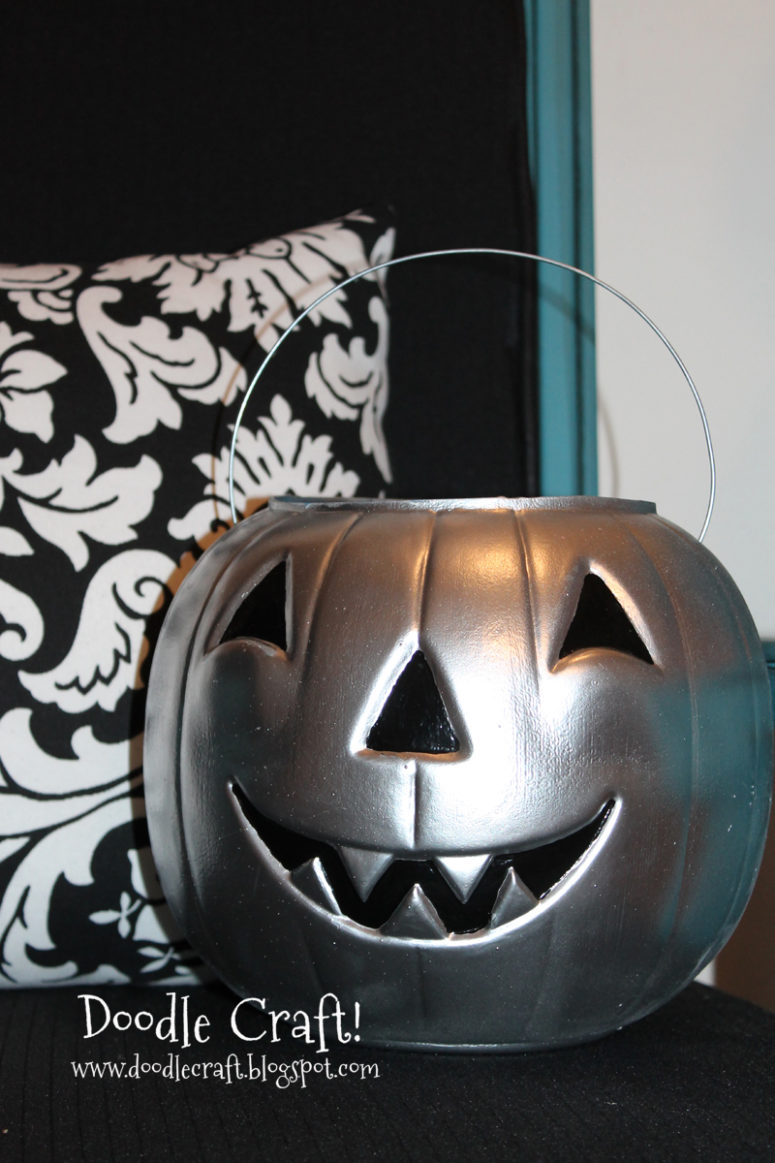 DIY chrome pumpkin lanterns for Halloween (via www.doodlecraftblog.com)