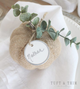 DIY pumpkin place card holder (via tuftandtrim.com)