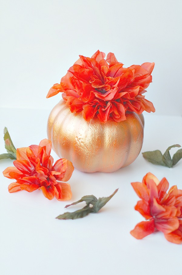 DIY dollar store pumpkin centerpiece with faux flowers (via valeventgal.com)
