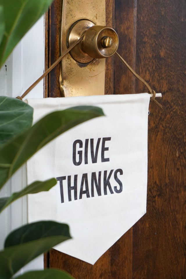 DIY minimalist stamped Thanksgiving banners (via francoisetmoi.com)