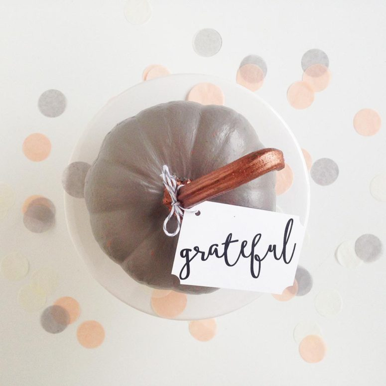 DIY grey and copper pumpkin place cards (via www.goldstandardworkshop.com)