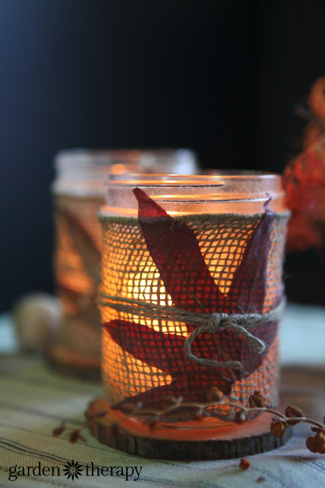 DIY leaf burlap mason jar candle holders (via gardentherapy.ca)