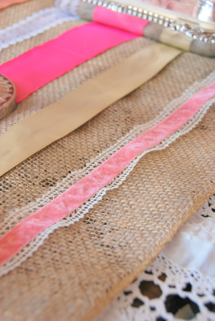 DIY burlap and ribbon table runner (via thesweetestdigs.com)