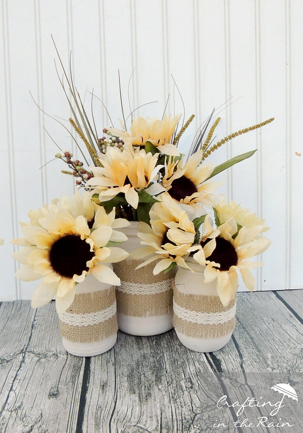 DIY fall vases of simple mason jars (via www.craftingintherain.com)