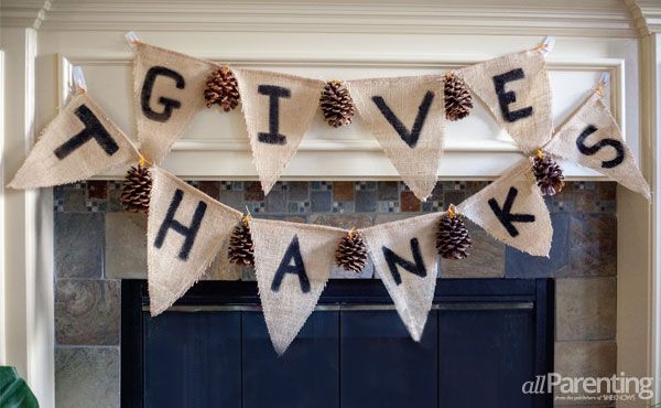 DIY Thanksgiving garland with pinecones (via www.allparenting.com)
