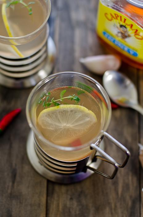 DIY flu tea with garlic, chili and thyme (via www.mykeuken.com)