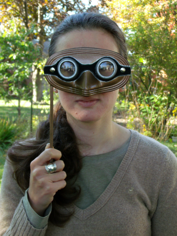 DIY steampunk google masquerade mask (via dollarstorecrafts.com)