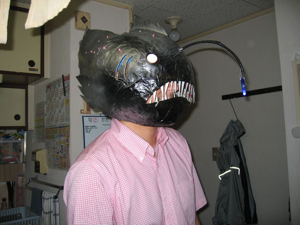 DIY angler fish mask with lights (via www.instructables.com)