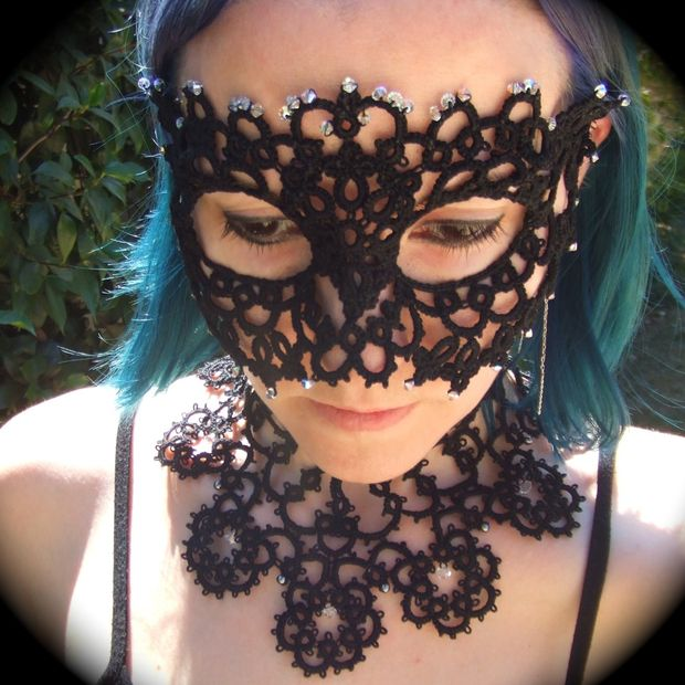 DIY sophisticated Halloween tatted mask (via www.instructables.com)
