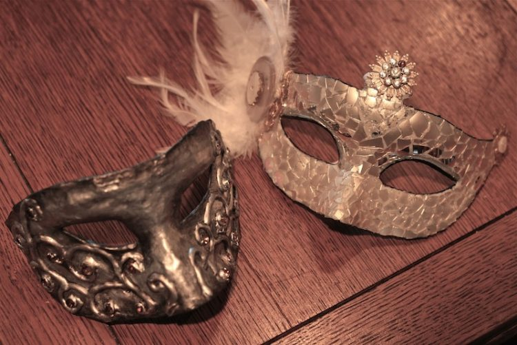 DIY beautiful masquerade masks (via www.surpriseaholic.com)