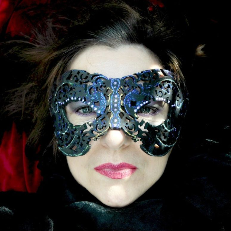 DIY mysterious masquerade masks of different materials (via selbermachen.guru)