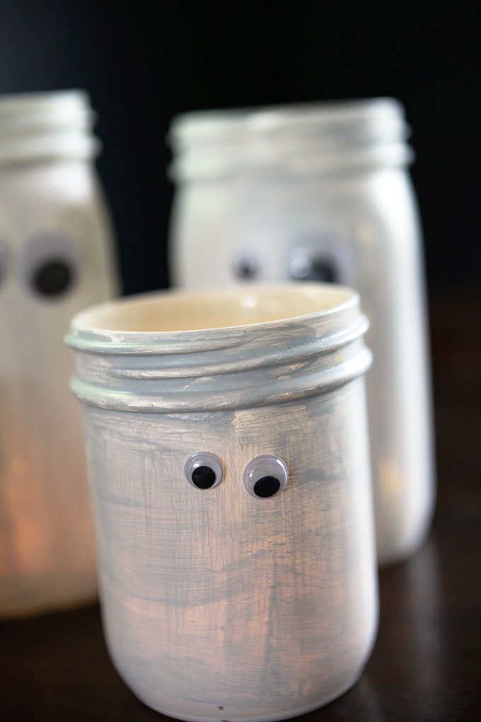 DIY Halloween ghost jars (via https:)