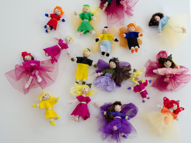DIY pipe cleaner dolls and toys (via www.snugglebuguniversity.com)