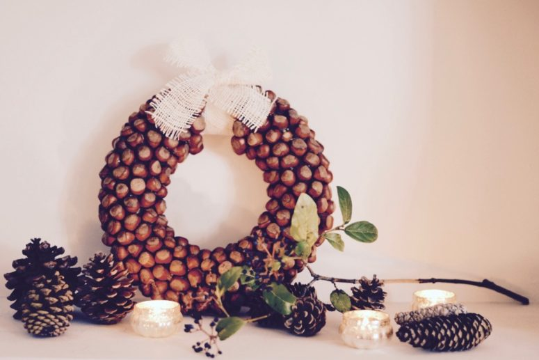 DIY hazelnut wreath for the fall (via made-inhome.blogspot.ru)