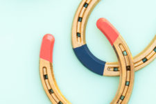 DIY color blocked horseshoes for home decor