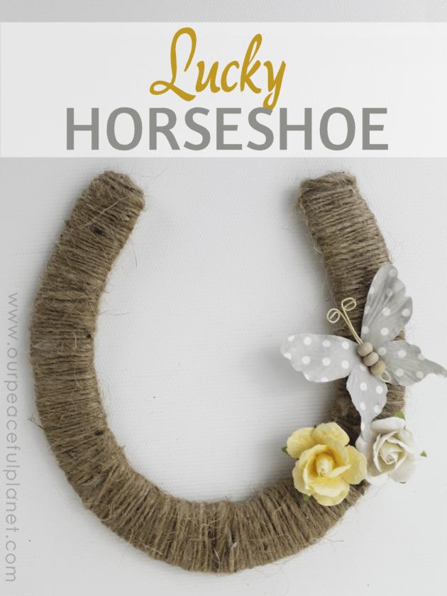 DIY lucky horseshoe decoration