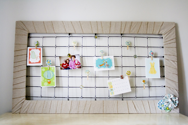 DIY memo board of a crib metal part (via www.thehandmadehome.net)