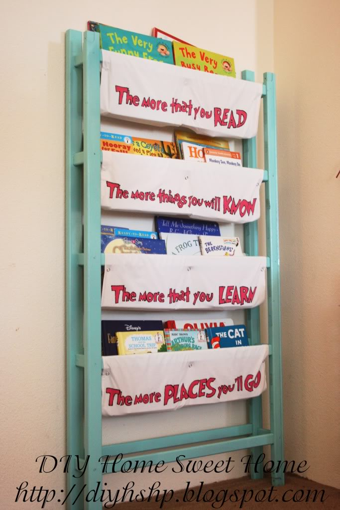 DIY book storage from an old crib and pillow cases (via diyhshp.blogspot.ru)