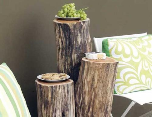 DIY wood logs side tables (via www.shelterness.com)