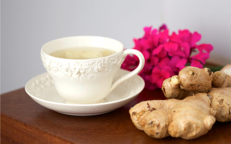 DIY detox tea with ginger and cinnamon (via www.jennifermedhurst.com)
