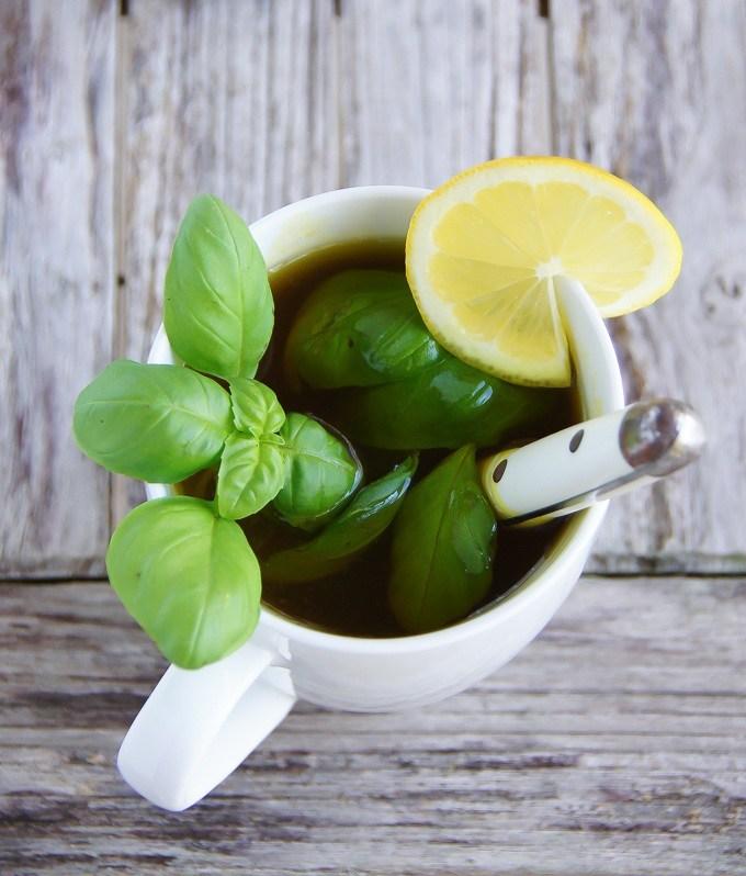 DIY turmeric basil detox tea (via garlicmatters.com)