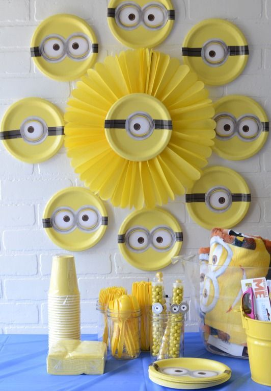 all-yellow minion dessert table