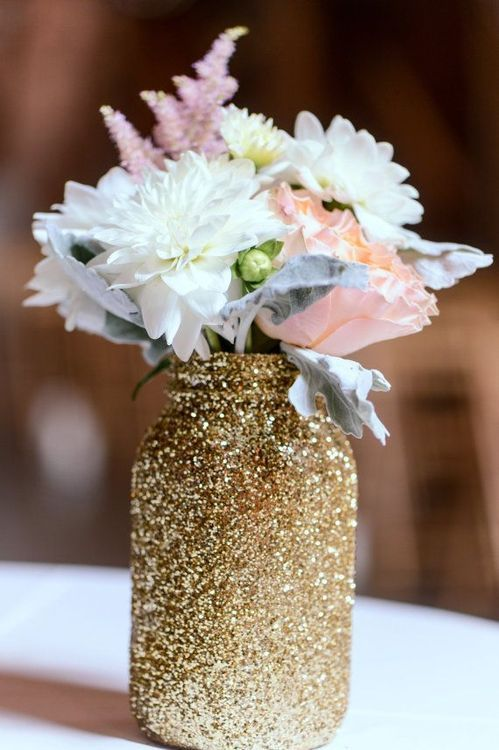 decorate usual mason jars with gold glitter to make vases