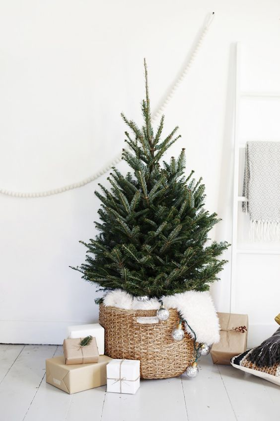 29 Small Christmas Tree Decor Ideas Shelterness - Small Christmas Tree Ideas