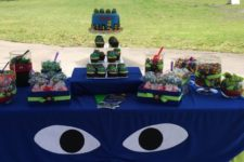 03 decorate candy table with a fabric mask and eyes, place a lot of colorful desserts