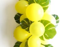 04 balloons and fronds tropical centerpiece