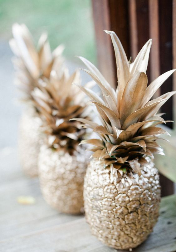 gilded pineapples for summer and tropical parties - just use spray paint