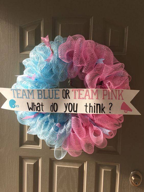 easy deco mesh wreath with a sign