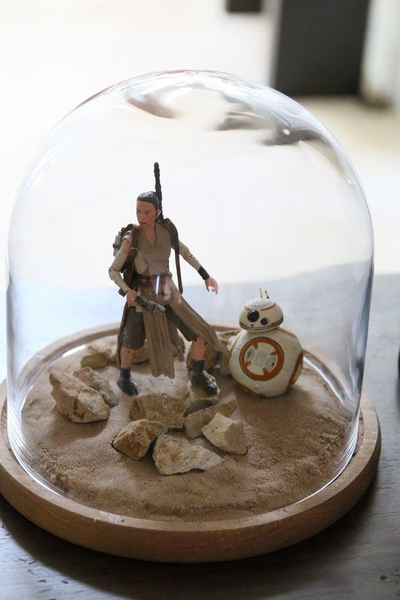 cloche Star Wars centerpiece made of figures