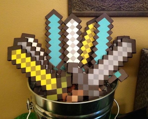 27 Fun And Colorful Minecraft Party Ideas - Shelterness